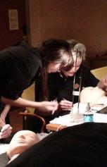 Xtreme Lashes -ripsienpidennyskoulutuksessa kouluttavat saavat apua ripsienpidennysten tekemisessä kädestä pitäen