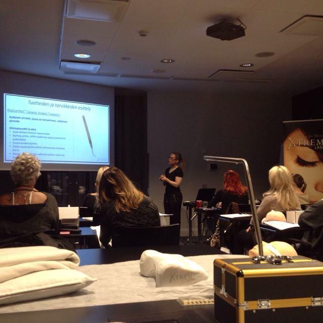 Paras ripsienpidennyskoulutus, Xtreme Lashes, markkinoiden yksityiskohtaisin ripsienpidennyskoulutusohjelma jota on kehitetty 10 vuoden ajan